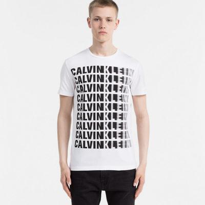 T-shirt met Calvin Klein logo print aan de voorkant.