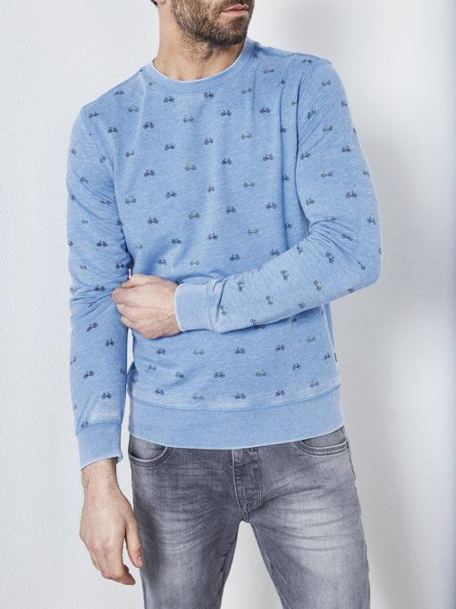 Voor iedereen die wel van een grapje in zijn outfit houdt: deze sweater is precies waar je naar op zoek bent. Hij is gemaakt van een gave stof met vintage wassing en heeft een all over print met kleine fietsjes.