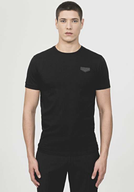 T-SHIRT IN PLAIN HUES WITH PATCH DETAIL BLACK